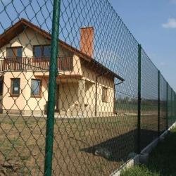 Drátěný plot patky a podhrabové desky